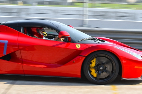 LA_Ferrari_Hunted-2-3